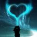 Coeur bleuté en aurore boréale