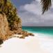 Plage, mer et falaise (Seychelles)