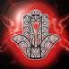Main de Fatima sur fond d'éclairs rouges